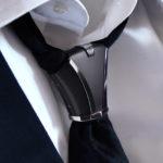Noeud de cravate metal