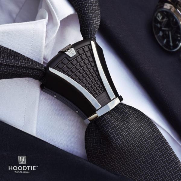 Accessoire de cravate guilloché en titane noir / finition ruthenium - inspiration horlogère