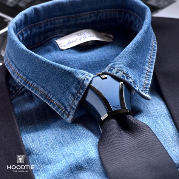 Accessoire cravate titane bleu avec finitions noires