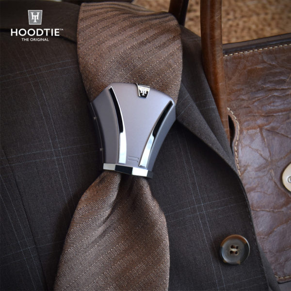 Bijou de cravate en titane gris de fabrication artisanale