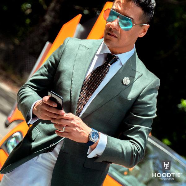 Bijou de cravate noir et or