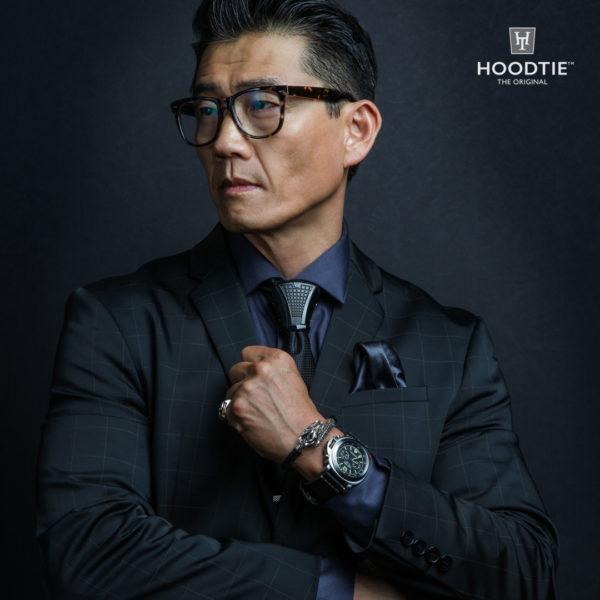 Bijou de cravate édition personnalisée et costume tailleur