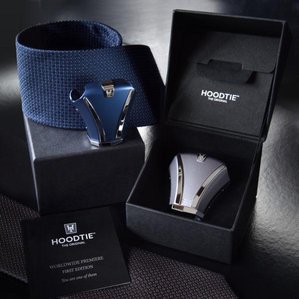 Accessoires de cravate en titane bleu et gris et leur coffret - une idée cadeau inédite pour homme